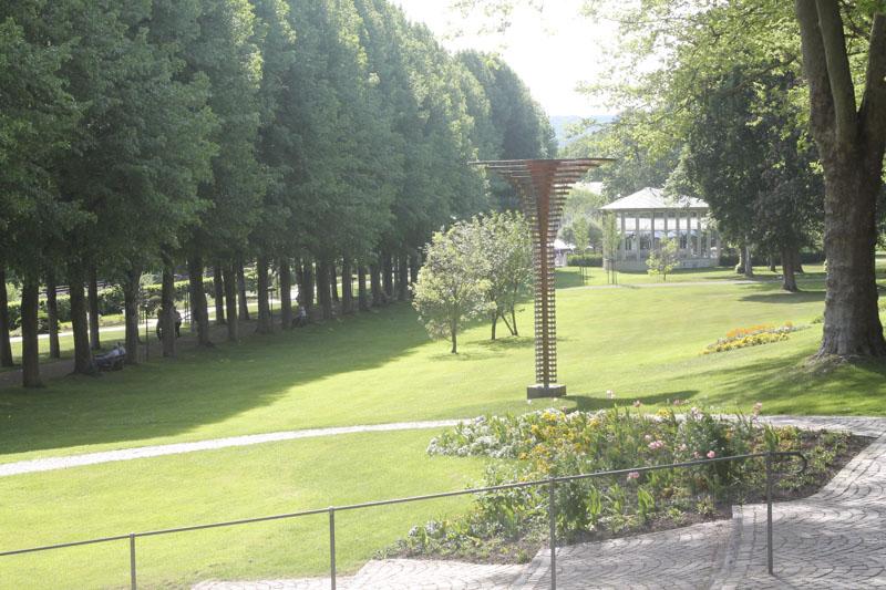Kurpark mit Lärchenskulptur_Foto_Kurverwaltung bad Mergentheim