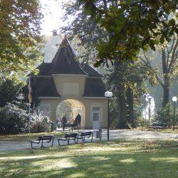 Kleinod der B+�derarchitektur - Eingang zum Bad Rothenfelder Konzertgarten (HPF)